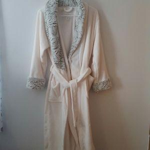 New Cream color Carole Hochman Robe Small